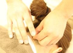 茂原市アスモまるだい鍼灸整骨院・整体院の美容施術風景