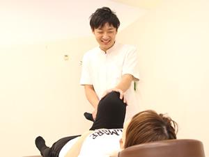 茂原市アスモまるだい鍼灸整骨院・整体院のねんざ・肉離治療風景01