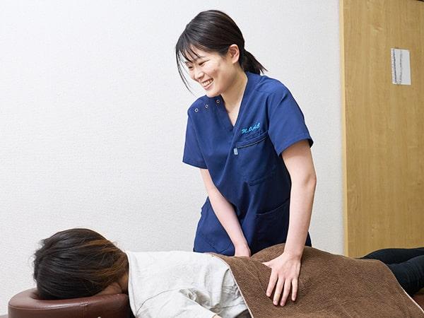 茂原市アスモまるだい鍼灸整骨院・整体院の女性施術者