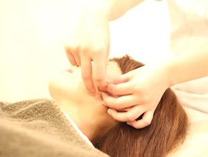 茂原市アスモまるだい鍼灸整骨院・整体院の鍼灸・美容鍼風景03